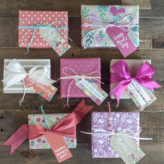 PIY dárkové jmenovky a balicí papír ke Dni Matek. PIY Mother's Day Gift Wrap and Tags.
