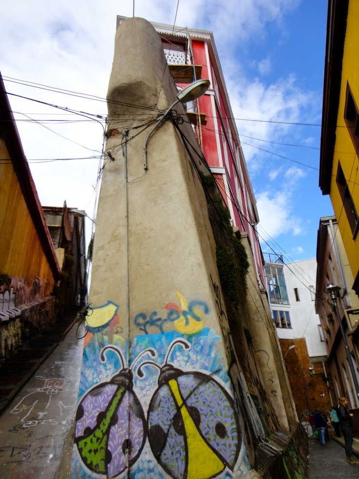 Amazing street art and architecture in Valpo