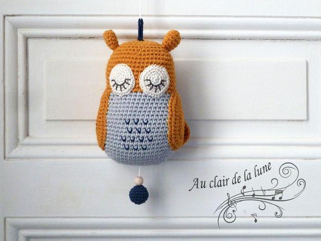 Une adorable petite chouette au crochet qui fait boîte à musique. A ...