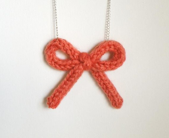 Knit bow necklace