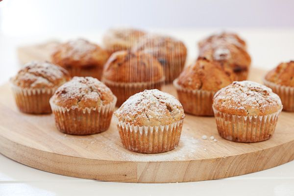 Ingredients 2 cups flour ½ teaspoon mixed spice 3 teaspoons baking powder 1/2 cup caster sugar 1 egg 100g butter, melted 1 cup milk 1 cup mashed feijoas