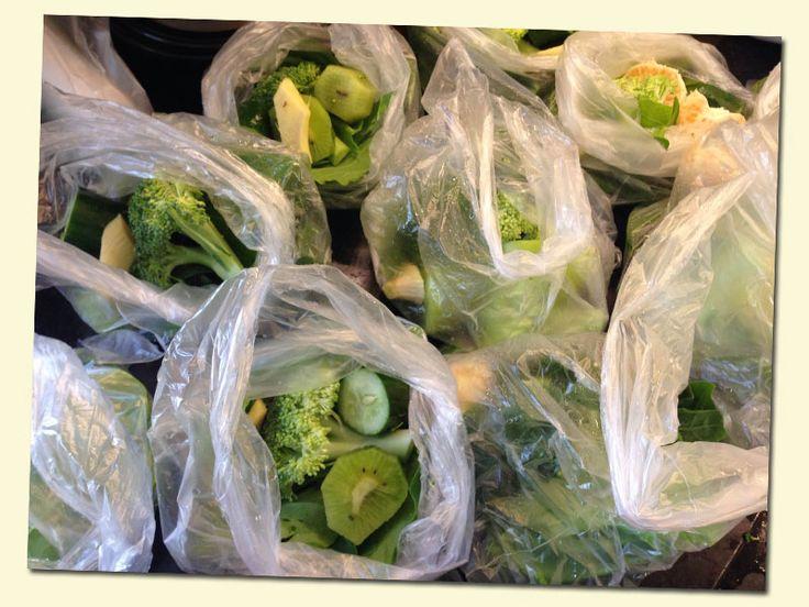 como preparar porções de suco verde e deixar congeladas pronta para bater.