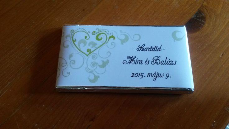 Csokoládé egyedi feliratozású csokipapírban