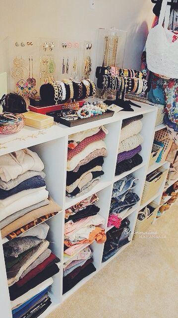 I have this exact shelf , never thought to organize clothes in my closet this way. Gonna have to do this !