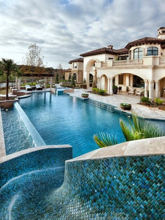 Now that is some pool! Very cool but unless that was my summer house, I don't think I'd want it..