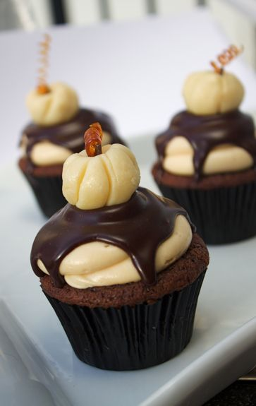 Chocolate Pumpkin Cupcakes with Salted Caramel Frosting: Fun Recipes, Salted Caramel Frosting, Pumpkin Cakes, Pumpkin Cupcakes, Cream Cheese, Chocolates Pumpkin, Pumpkins, Salts Caramel Frostings, Salted Caramels