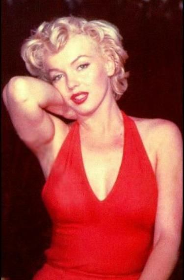 Marilyn Monroe Living Room Decor: Marilyn Monroe In Red Halter Dress.