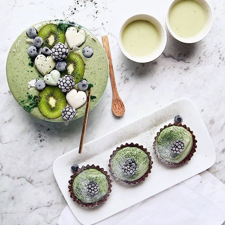 Pinterest pals - use PINTEREST discount code at the checkout for 15% off your matcha // @panaceas_pantry's #mixnmatcha smoothie, almond milk latte and chocolate matcha tarts!!