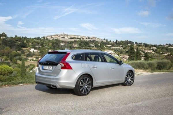 2015 Volvo V60 Wagon Rear Exterior 600x399 2015 Volvo V60 Review Specs and Features