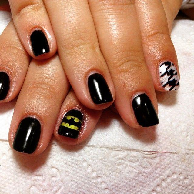 Drukowanie na paznokciach NAILO   batman i pepitka  #manicure #hybryda #nailo #nails #print #druk #barberwilanow #salonurody