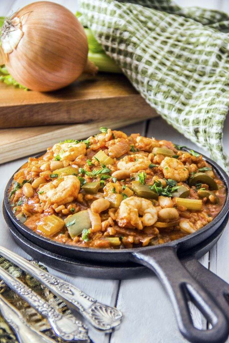 Healthy Shrimp Jambalaya from @foodfanatical includes a complete balance of whole grains, veggies and lean protein! Try this for a healthy dinner, with enough leftovers for lunch!