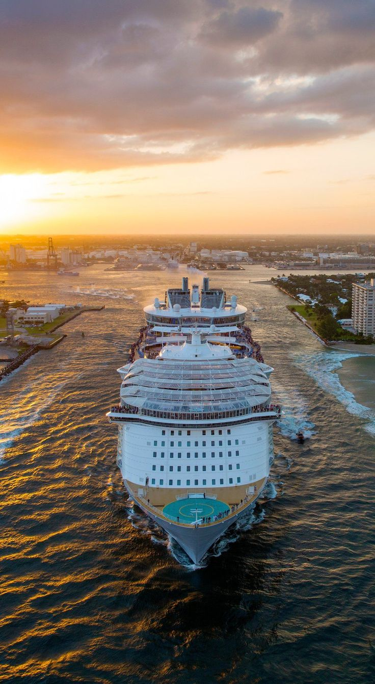 The Ins And Outs Of Dating On A Cruise Ship