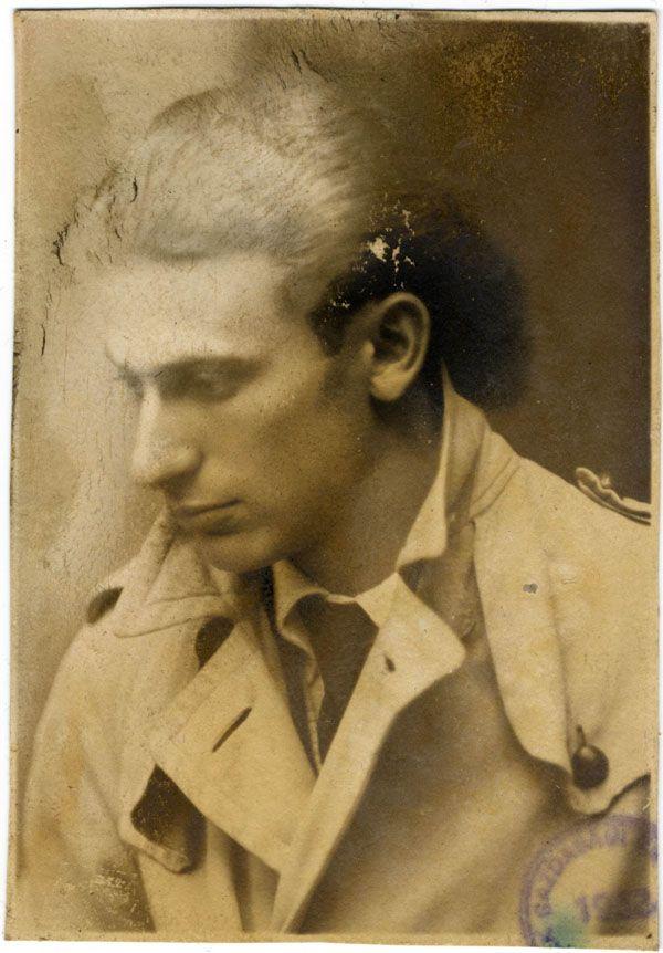 Radnóti Miklós. Az abdai tömegsírból előkerült fénykép.