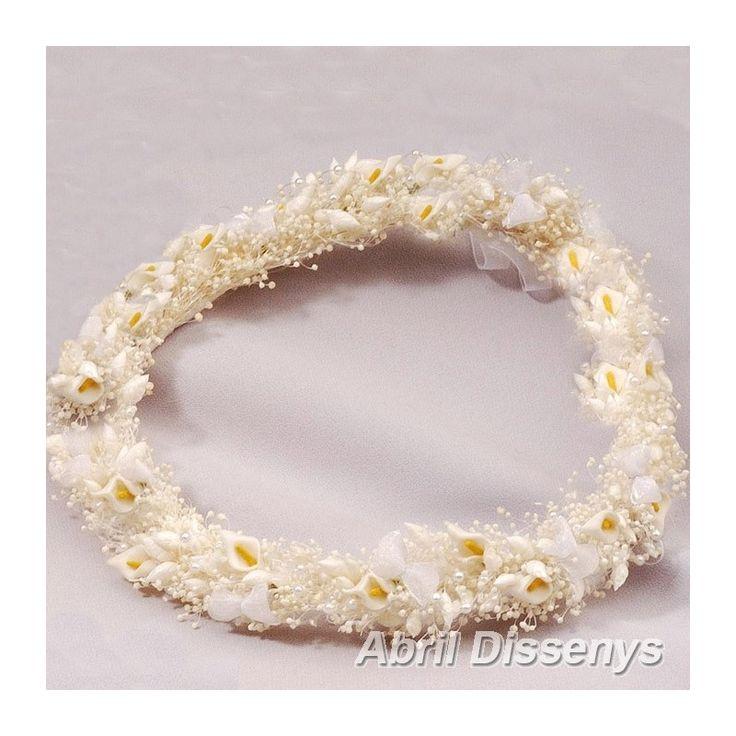 Coronas de Flores para Pelo con Calas. Los adornos para el pelo, pequeñas calitas y paniculata preservada son la base de trenza en flor seca para la corona