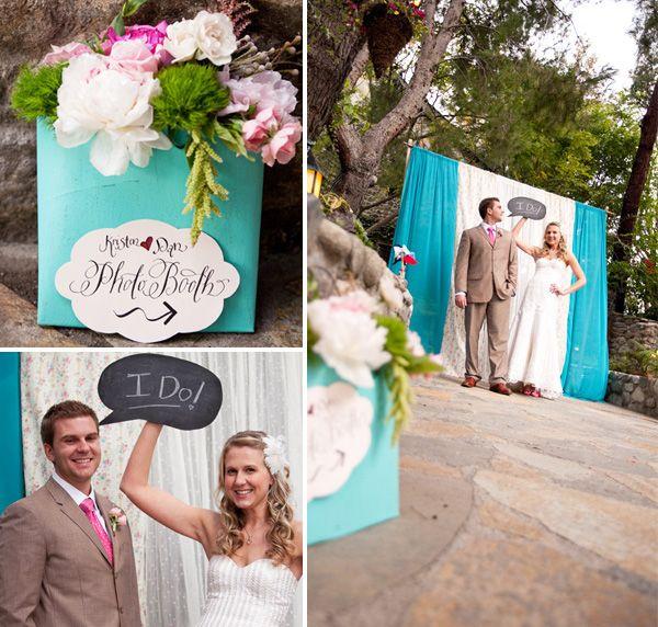 great diy photobooth backdrop. Looks like curtains on a rod.