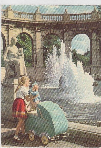 Kinder Berlin Friedrichshain Kinderwagen 1957 | Alte Ansichtskarten Postkarten von Antik-Falkensee Puppen Kinder Spielzeug alte Ansichtskarten Bilder Fotos