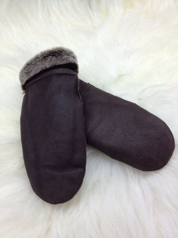 Genuine shearling mittens for adults. by BeFur on Etsy, €17.00
