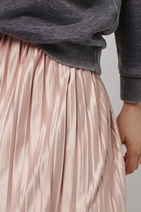 Blush pleats with gray
