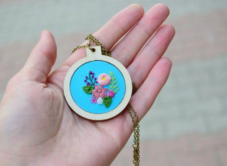 Kır Çiçekleri Serisi Minyatür Kasnak Kolye Zet.com'da 65 TL