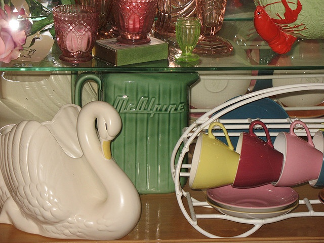 Crown Lynn, ohh ohh got that lovely crown Lynn retro cup holder too, just need the tulip cup set now xxx