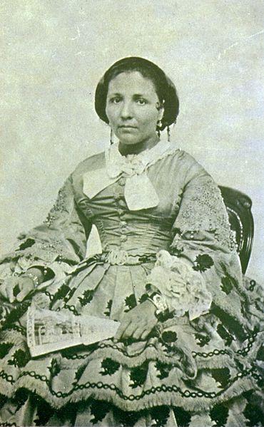 Sua esposa, Maria Joaquina de Sousa , em foto de 1861.                                                                                                                                                                                 More