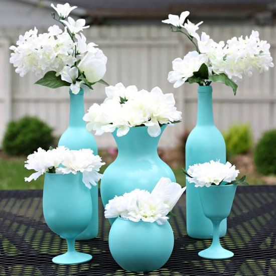 Looking for an easy, inexpensive centerpiece idea for your next party or gathering? These spray painted vases are simple, but elegant!