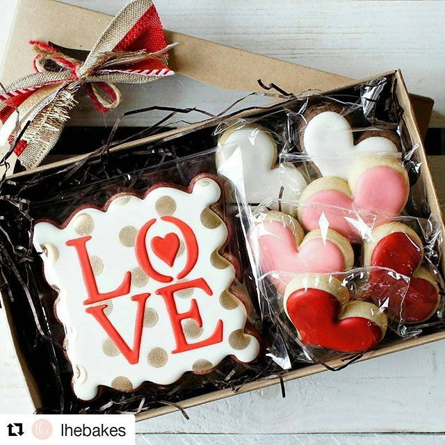 #Repost @lhebakes ・・・ Just listed in my shop! One of the few sets I am designing for #valentines ... More #rolkemgold abuse 😂😂 . The great thing about this set is that it's also great as fancy #weddingfavors ! Packaged super pretty in a @brpboxshop box and our house made bow :) #BRPBOXITEM #3517x3525