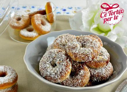 Ecco un dolce #GlutenFree per gli intolleranti al #glutine: ciambelline al cocco e caramello!  Clicca e scopri la #ricetta di @morenaroana per Valle'...