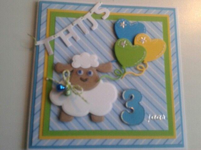 Verjaardagskaart met schaapje en ballonnen..