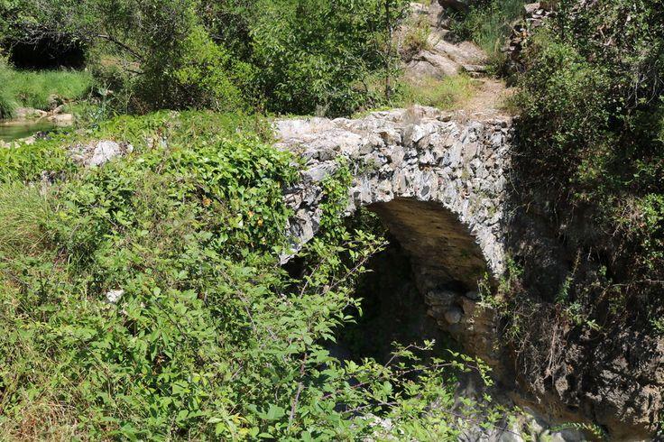 Rocchetta Nervina (IM) - il ponte antico sul rio Oggia