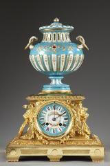 Pendule en porcelaine, émail et bronze doré, seconde moitié du XIX° siècle