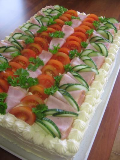 Kinkku-meetwurstivoileipäkakku