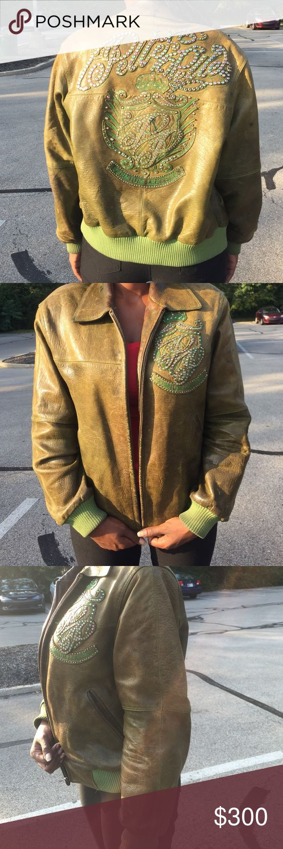 Women's pelle pelle leather jacket Size 10 100% leather women's  pelle pelle jacket...Good condition ! Needs cleaning and inside lining ripped but can be repaired.zipper needs to be repaired. Jackets & Coats