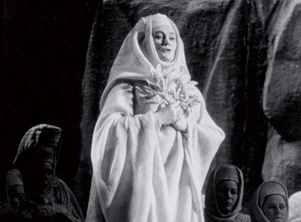 Joan Sutherland as Norma in Norma (1967) from the Donald Sutherland collection. | opera #DameJoanSutherland