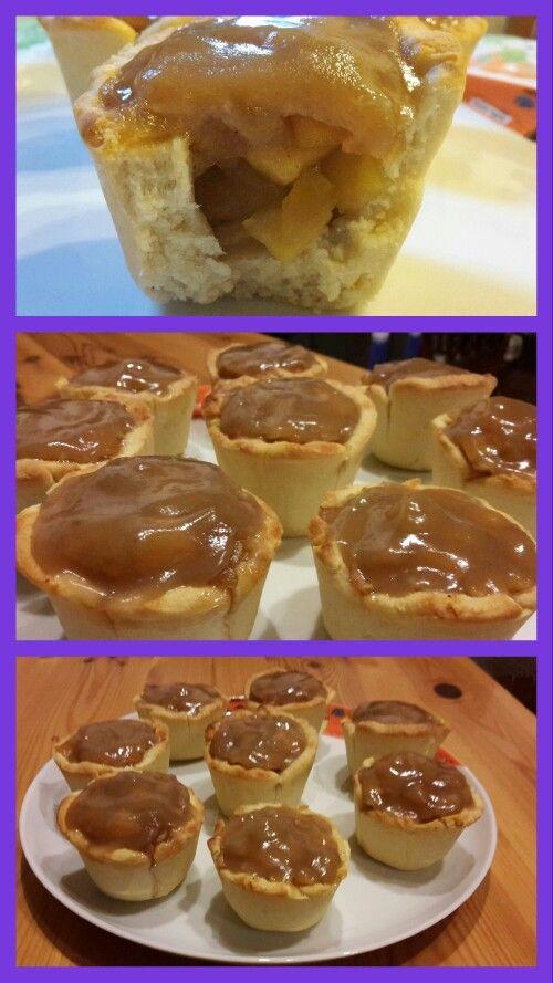 Dolcetti di pasta di pane ripieni di mele caramellate e ricoperti da un morbido caramello
