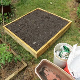 The Rusted Vegetable Garden: KNOL: How to Create a Raised Bed Vegetable