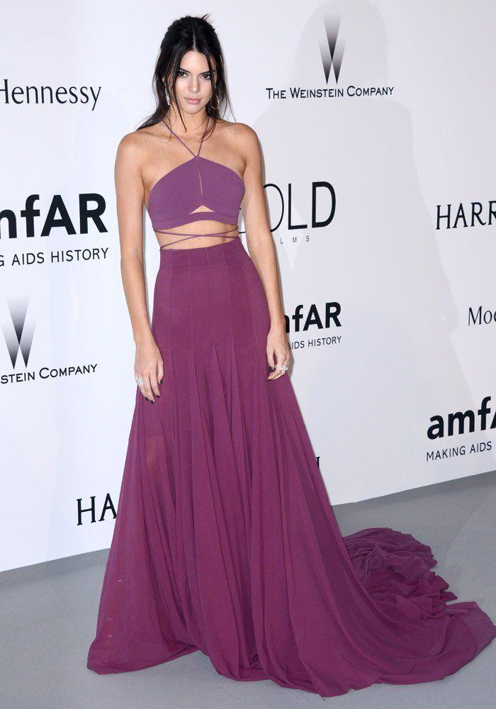 Kendall Jenner en robe Calvin Klein au Gala de l'amfAR 2015. #KendallJenner #amfAR2015 #CalvinKlein