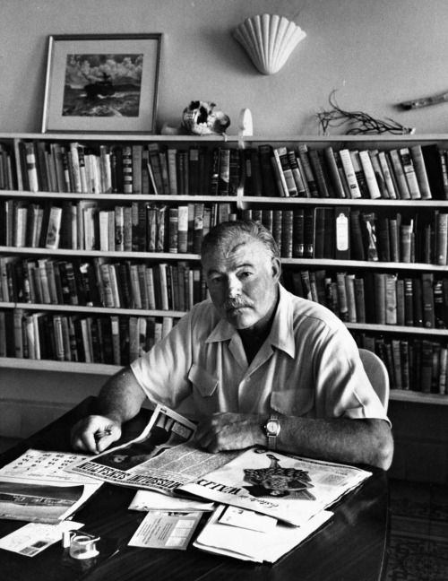 Alfred Eisenstaedt - Ernest Hemingway at home in Cuba, August 1952.