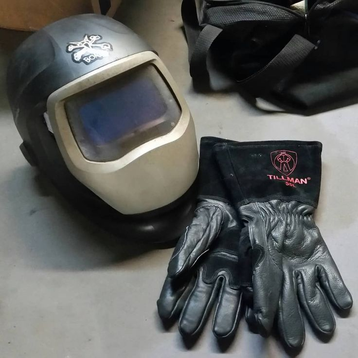 New welding glove day. I have a tendency to  destroy gloves. Thanks to @kill_em_all_customs and @adam_garcia_and_idc I got new gloves. Thank you guys I appreciate it. #fabrication #fixing #mechanic #technician #welding #cutting #grinding #hardworking #workingwithyourhands  #doityourself #grind #car #hotrod #customs #newgloves #weldinggloves