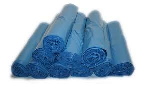 Ich liebe gerne blaue weiche Plastik-Müllsäcke und auch gewickelt. Ich fühle ganz schön weiche Plastikfolie!
