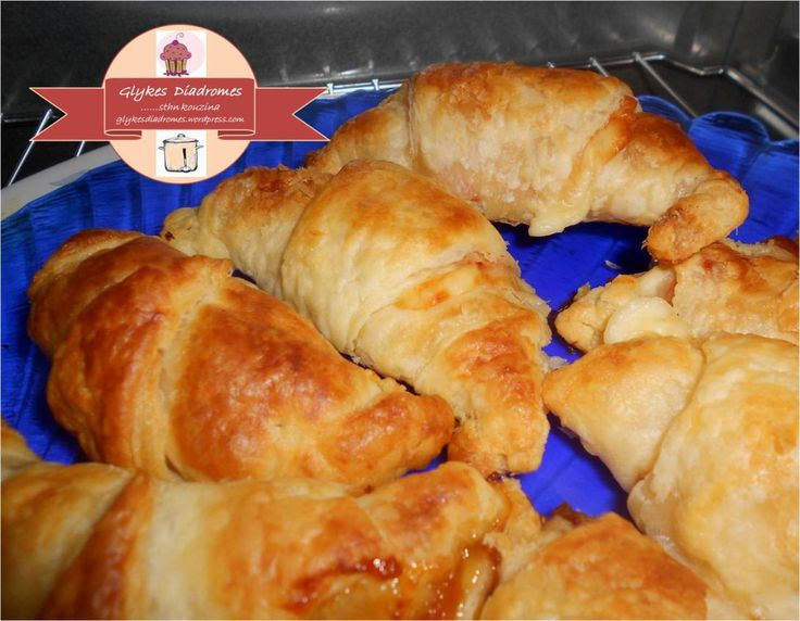 Sweet and savory filled croissants in three flavors / glykesdiadromes.wordpress.com