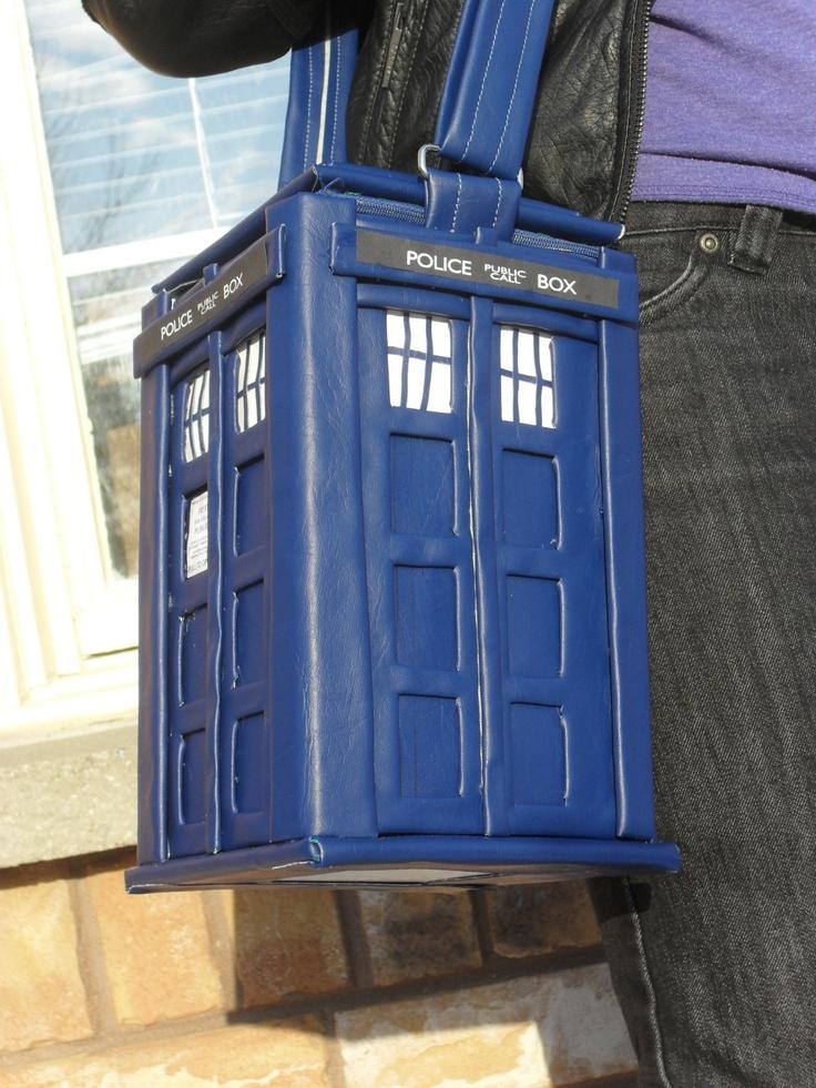 Tardis Bag  Doctor Who, via Etsy.