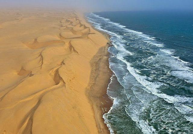 Африка. Столкновение двух противоположностей: пустыня Намиб (Намибия) и Атлантический океан