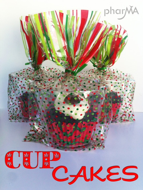 """CUPcakes - cute way to """"gift"""" cupcakesCake Cupcakes Pi, Cupcakes Packaging, Holiday Baking, Parties Favors, Cups Cake, Christmas Gift, Cupcakes Rosa-Choqu, Cupcake Packaging, Crafts"""