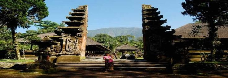 Iis one of the biggest Hindu Temples in Bali (Sad Kahyangan) with Catur Lokapala Temple and Padmabhuwana Temple status. It is set in the plateau area with lush tropical rain forest surround it