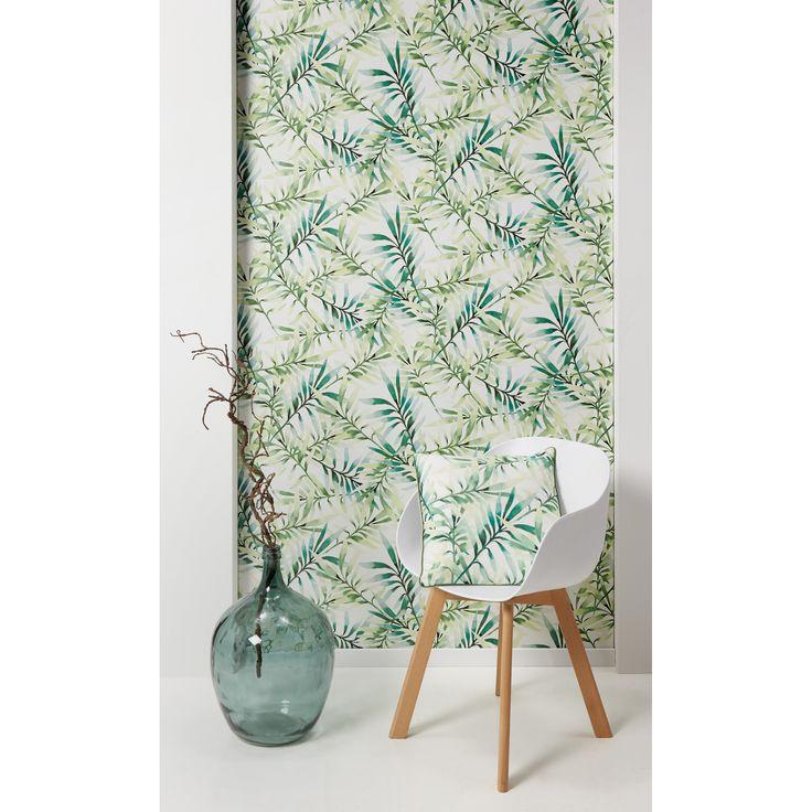 Haal buiten naar binnen met botanische prints op de muur. Botanische prints zijn geïnspireerd op de natuur. Denk hierbij aan grote bladeren en bloemen. Combineer het behang met rotan meubels en (nep)planten en je bent helemaal klaar voor het voorjaar!