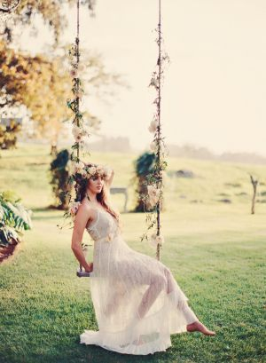 Romantic Floral Tree Swing | photography by http://tamizphotography.com