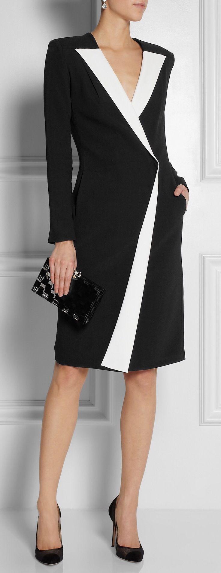 Robe cintrée, col blanc en V, pochette noire #veredus