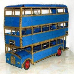 Autobús noctámbulo de tres pisos de la película Harry Potter.Modelo propio basado en el autobús de dos piso equipo 10 Meccano. Construido con piezas Meccano azul oro francesas-