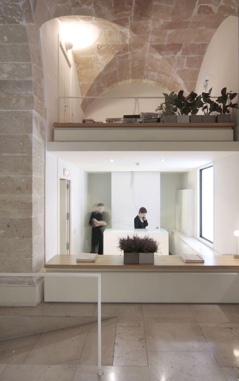 Convent de la Missió | Boutique Hotel | Palma de Mallorca | Spain | http://lifestylehotels.net/en/convent-de-la-missio | entrance, reception, white, minimalistic, luxury, relax, architecture, ceiling, natural light